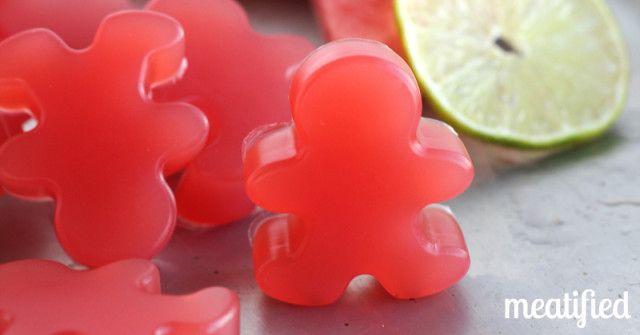 Zure Watermeloen Homemade Gummies van http://meatified.com - slechts 4 ingrediënten of minder!  #paleo #gummies #glutenfree