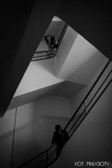 Modernistyczna klatka schodowa z duszą - Gdynia ul. Świętojańska 68