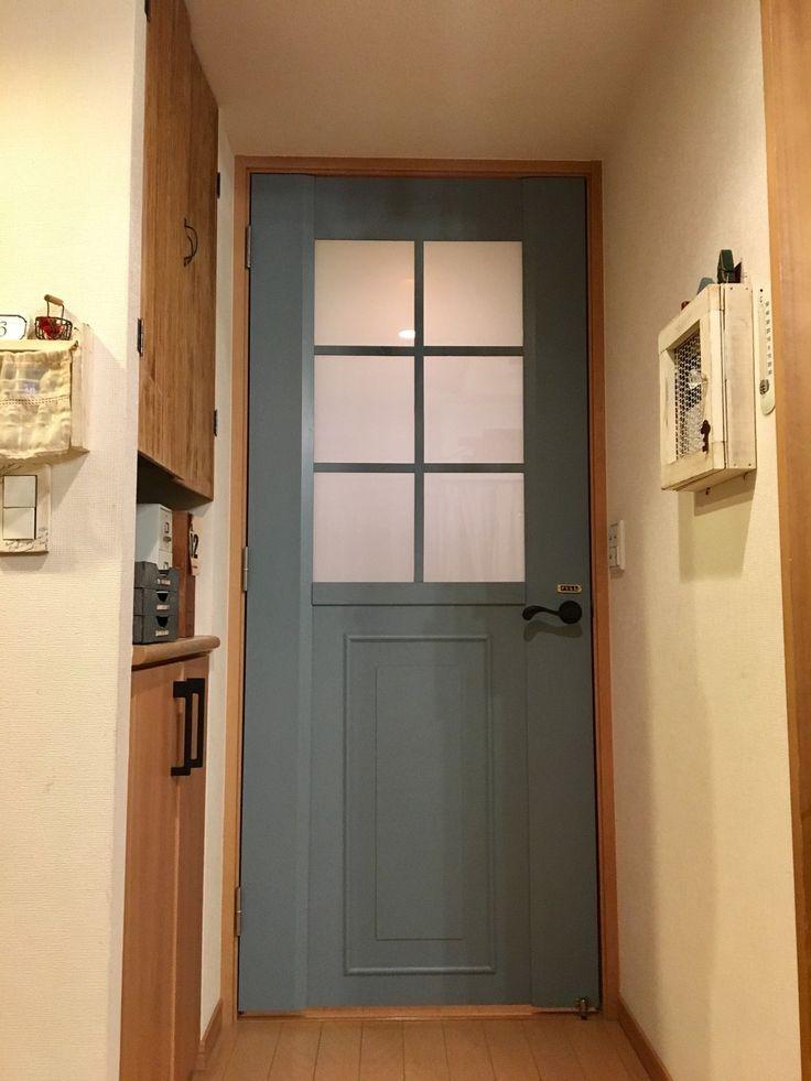 リビングのドアをリメイク ちょっとプラスするだけで 海外風のドアに大変身 ドアリフォーム インテリア 収納 おしゃれ ドア