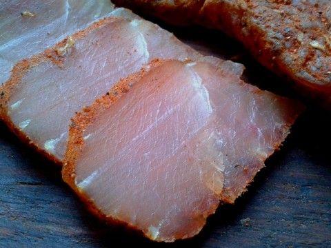 Вкуснейший мясной деликатес в домашних условиях - это просто! Вкус получается отменный, да и процесс приготовления очень простой и проверен мною не раз. Ингредиентов совсем немного, это: Куриное фил…