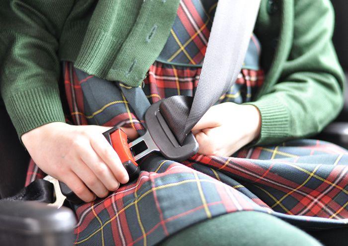 cinturón de seguridad, viajar con niños, seguridad vial