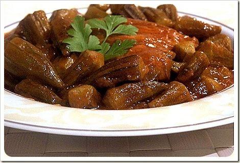 Bonjour tout le monde,voici une recette d'un plat algérien que j'aime beaucoup la Tajine de Gombos au poulet ,Gnawia,gnaouia,gombos,okra, un plat délicieux et facile a faire. Ingredients pour 4 personnes des morceaux de poulet 1 gros oignon 4 gousses...
