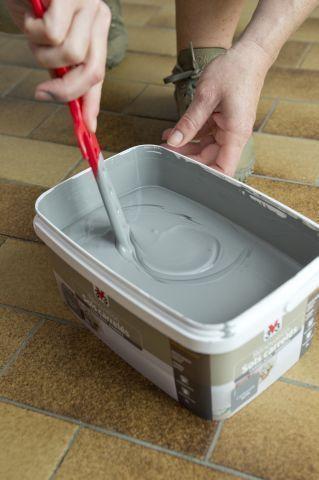 Repeindre le carrelage au sol d\u0027une cuisine  tuto en images - Peinture Pour Carrelage De Cuisine