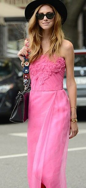 Chiara Ferragni pink street fashion Sunglasses | Wayfarer http://www.visiondirect.com.au/designer-sunglasses/Ray-Ban/Ray-Ban-RB2140-Original-Wayfarer-polarised-901/58-23712.html