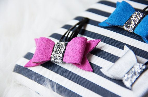 Material: - suede (pink, blue), faux leather (sliver) - metal clip  Bow is approximately 6 cm (2,3 in) long and is securely attached to a snap clip.  Package includes 3 bows.  Pictures are copyright protected.
