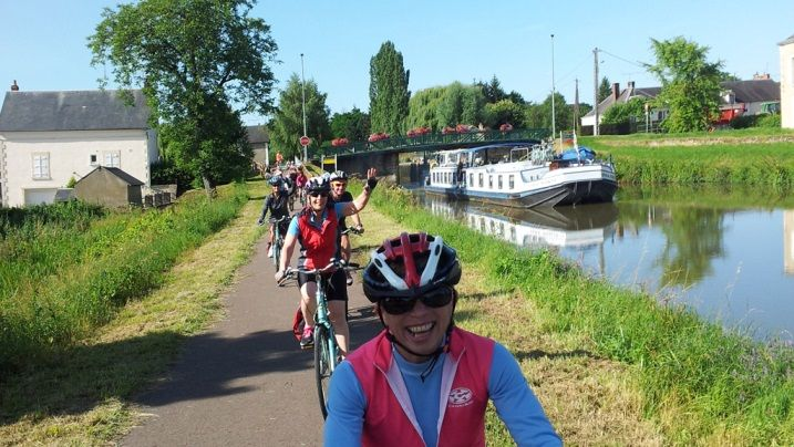 Bike and Barging Holidays www.travellingwithvision.ca