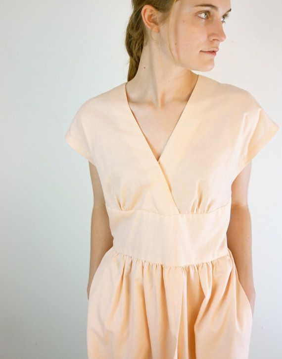And last but not least, a sweetheart neckline, this time adorned with a zipper. I quite like the contrast between the sweetness of the neckl...