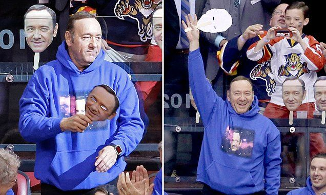 Kevin Spacey takes off mask of his own face at Florida Panthers game