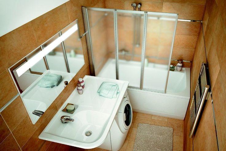 Поставить стиральную машину рядом с умывальником. Для гармонии их лучше объединить одной столешницей. Для того, чтобы визуально расширить пространство, над столешницей будет правильно повесить большое зеркало.