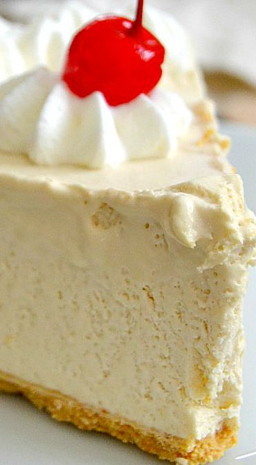 Root Beer Float Pie ~ Creamy, dreamy, and ultra delicious... You'll be shocked at how close to a root beer float it tastes!