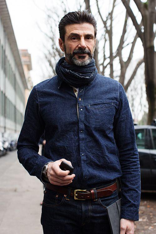デニムを着こなすミラノ男性