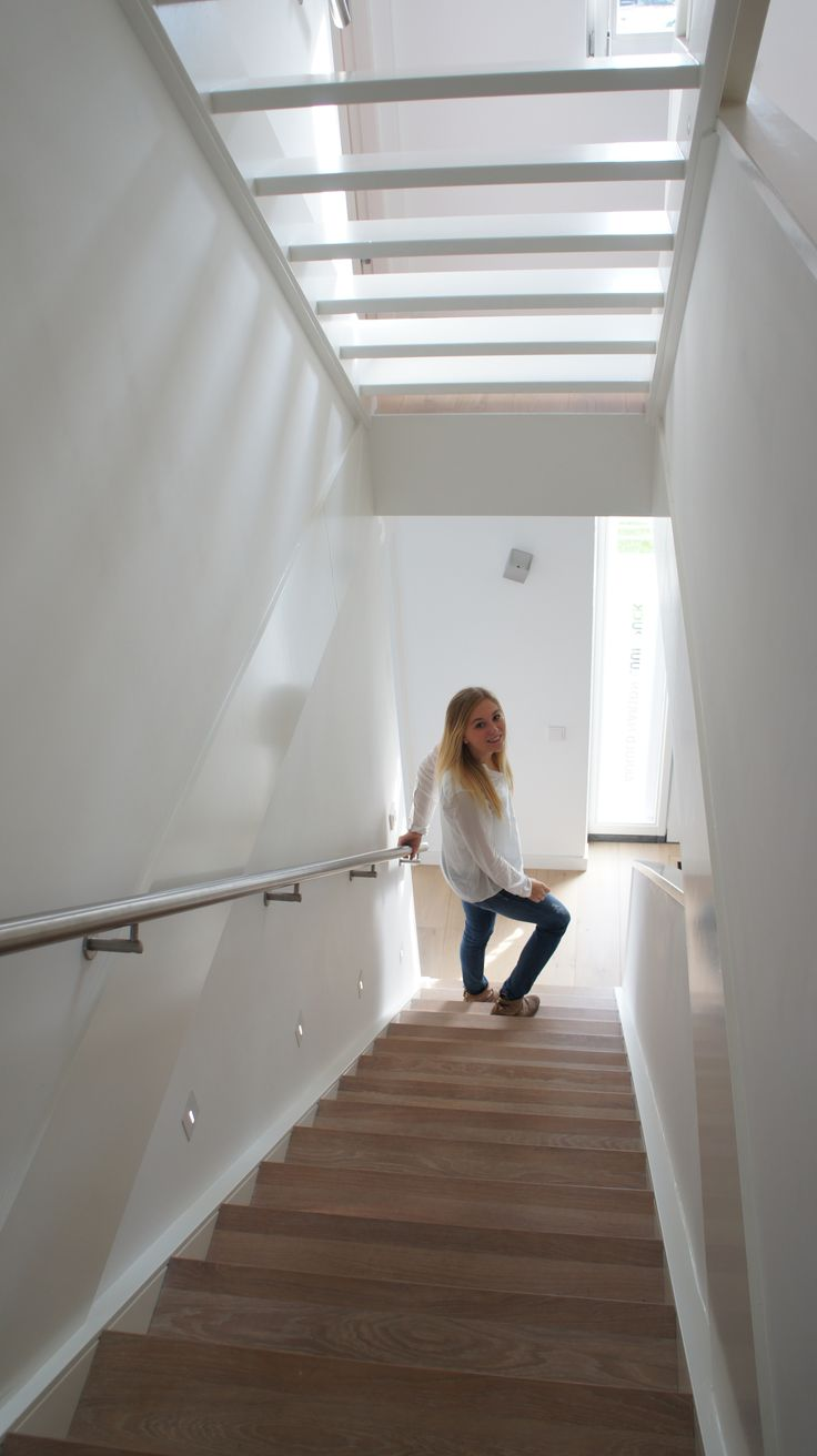 Eiken houten trap met lichtplan en leuk meisje!