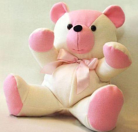 Suas crianças vão adorar ganhar de você um urso de pelúcia. E você nem precisa comprar uma peça, basta fazê-la, caso você saiba costurar. ...