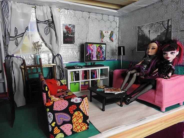 Salón-comedor de casa Monster High, Barbie, Ever After High hecha con ma...