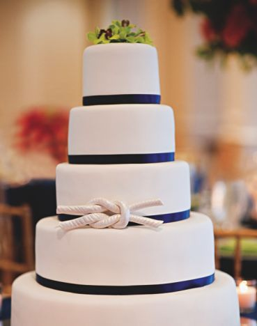 NAUTICAL WEDDING INSPIRATION & IDEA : Sailor knot nautical wedding cake  - could maybe use some more details on the white, but i like the blue ribbon and the knot detail
