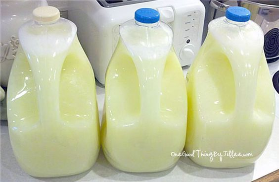So a couple of weeks ago I had HAD it! I was FED UP! I could not bring myself to buy ONE MORE bottle of over-priced, wastefully-packaged laundry detergent. I just couldn't do it!   Now, I'm no eco-nazi (far from it), but buying those big bottles of laundry detergent, lugging them home and then …