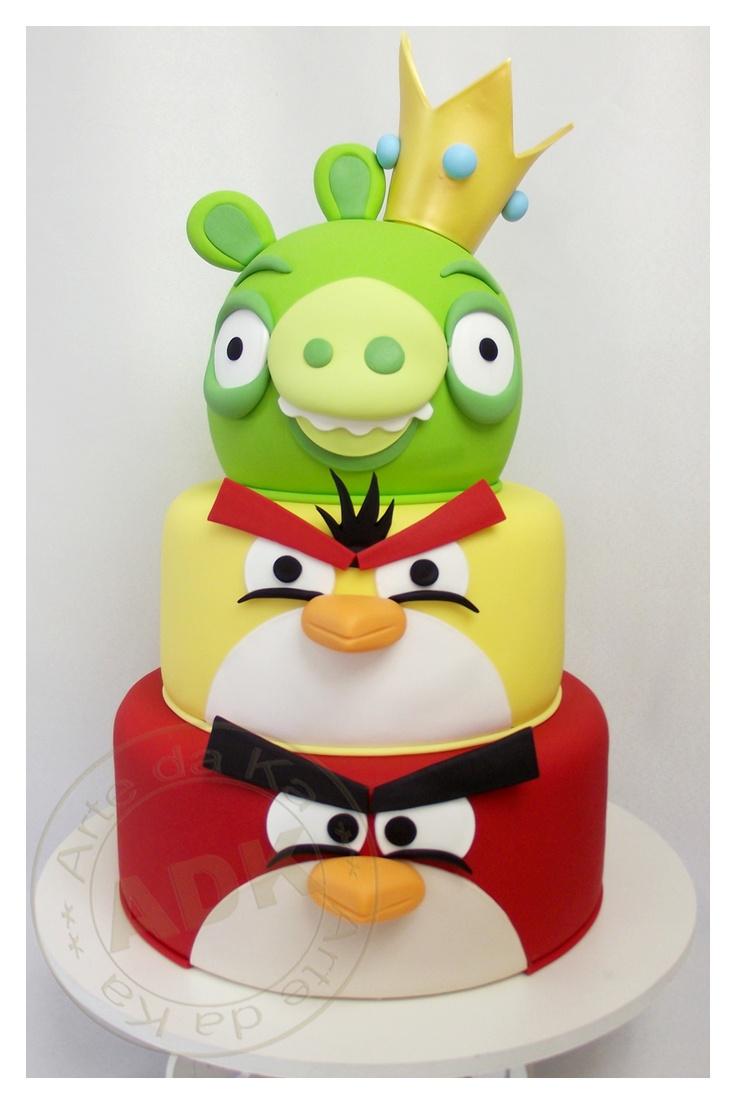 Bolo Angry Birds para os meninos :D Aproveite e confira os diversos produtos #AngryBirds que nós temos: https://www.baby.com.br/busca?q=angry+birds_by=lowest_price_source=pinterest_medium=smm_content=bolo+angrybirds_campaign=bolo+angrybirds
