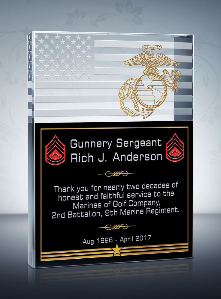 Pride, gratitude and patriotism are perfectly balanced in this military plaque. The military service branch emblem, together with the enlisted rank, acknowledges dedicated service of our military service members.