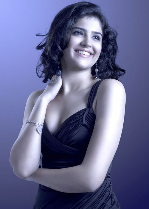 Deeksha-Seth-Latest-Stills.png (500×700)
