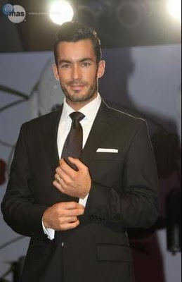 Aaron Diaz . handsome fella