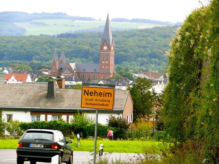 """https://flic.kr/p/bjSJtx   Neheim, Stadt Arnsberg – North Rhine-Westphalia   Fotografiert vom """"Totenberg"""" mit Blick auf den """"Sauerländer Dom""""  Früher wurde Neheim """"Stadt der Lampen"""" genannt. Bei schlechter Druckqualität wurde das a auch schon mal als u gelesen. Damit das nicht mehr passiert, nennt man Neheim heute die """"Stadt der Leuchten"""" Diese Geschichte habe ich im Internet gelesen – für die Richtigkeit kann ich nicht garantieren"""