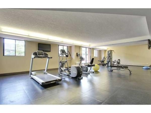 Downtown, Inner-City, SW Apartment; Monthly Rent: $1740; 2 bedrooms, 1 bathroom.