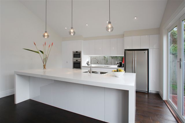 'Luna White' benchtop - Melb. Contemporary Kitchens VIC : Residential Gallery : Gallery : Quantum Quartz, Natural Stone Australia, Kitchen Benchtops, Quartz Surfaces, Tiles, Granite, Marble, Bathroom, Design Renovation Ideas. WK Marble & Granite Pty Ltd Australia.