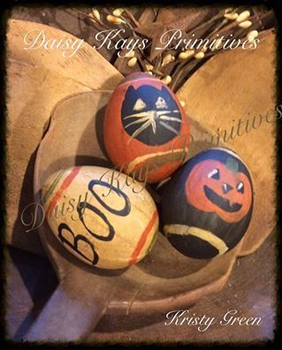 Cute set of 3 primitive Halloween egg bowl fillers. The size of a real egg, hand painted paper mache. Adorable accents for your fall or Halloween gatherings.