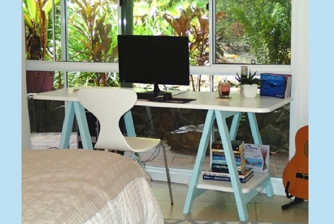 Milky White - Cheeky Boy Blue duet singing in its Airlie Beach QLD home!
