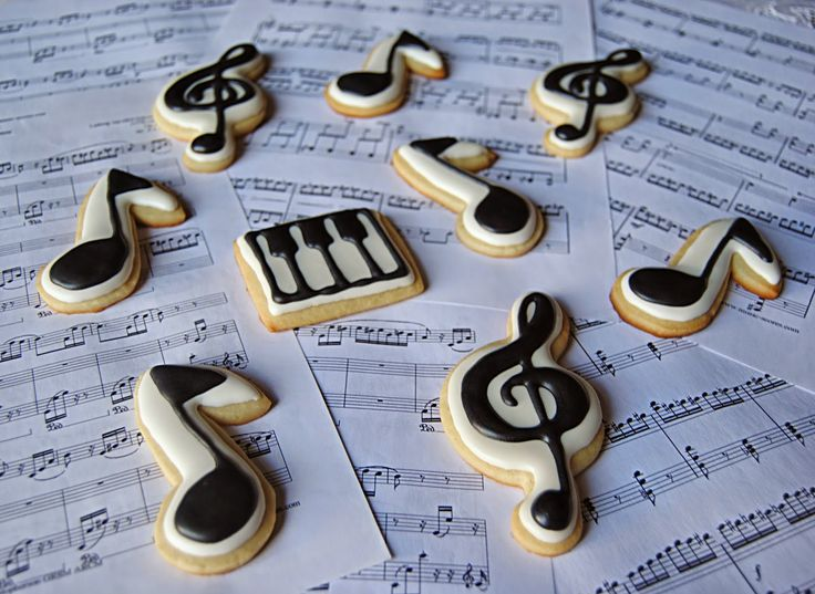 Galletas Notas musicales y Clave de Sol. Decoradas con glasa real. Musical notes and Treble Clef cookies. Royal icing decorated.