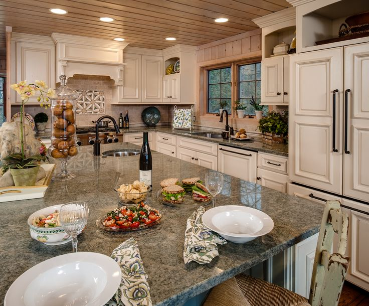 Dawn Whyte Of Designs By Dawn Specified This Kitchen With A Custom Door Style Called