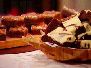 Dos brownies, por Osvaldo Gross. Tarta brownie de chocolate y cremoso de chocolate