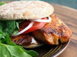 Sandwich alla griglia con Tilapia in condimento piccante