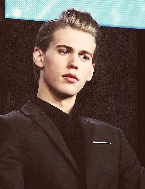 ... Sebastian Kydd ... the only guy/actor who makes me attracted to someone close to my age. HA!