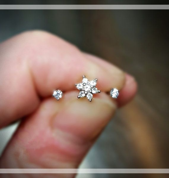 Flat-back Silver Gold Clear Prong Flower Tragus par ABodyJewelry