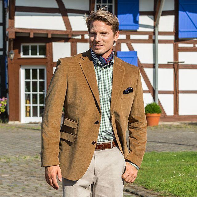 Herren-Cord-Sakko Braun, 100% Baumwolle. Dieses Cord-Sakko prägt mit seiner individuellen Anpassungsfähigkeit den herbstlichen Mode-Charakter und passt sehr gut zum Country-Style und Freizeit-Look.  Artikelnummer: 5 200 635  ab 269,00 €