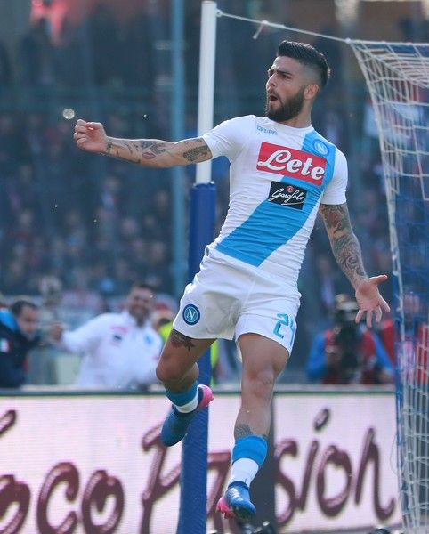 Napoli's Italian forward Lorenzo Insigne celebrates after scoring during the Italian Serie A football match SSC Napoli vs FC Crotone on March 12, 2017 at the San Paolo Stadium. / AFP PHOTO / CARLO HERMANN