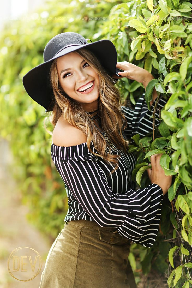 Senior picture portrait ideas posing with a floppy hat and off the shoulder top!  www.devonjimagery.com 2016 Devon J. Imagery
