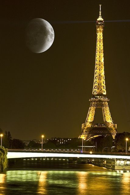 17. Face of Paris in conversation with Moon. | Community Post: 21 Breathtaking Images Of Moon That Will Make You Think If It's Real Or Not