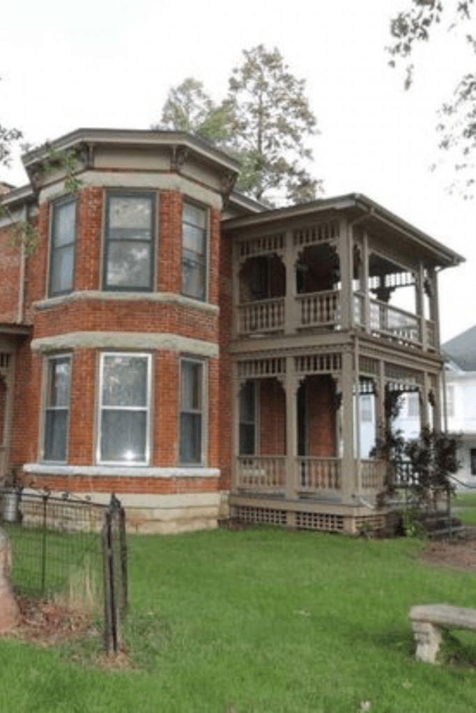 Nebraska Houses Weather In 2020 Nebraska Wood Staircase Old Houses