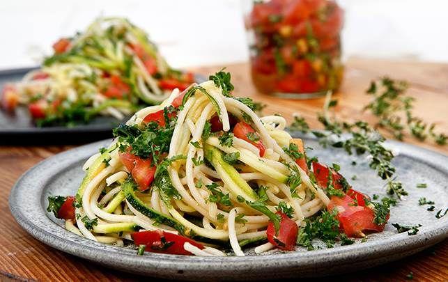 Spaghetti med rå tomatsauce - fit living - ALT.dk
