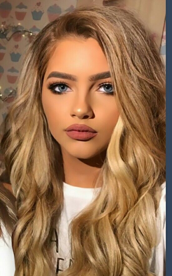 Fc: Sophia Mitchell::::RE INTRO} *insert Spanish accent* I'm Kris, I'm 18 and single. I love music and my dad is the leader of the mafia. My roomate is Grayson