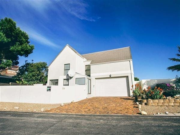 3 Bedroom House in Van Riebeeckstrand