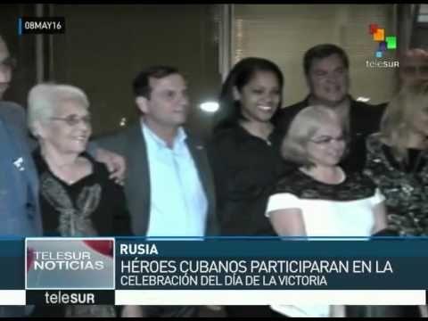 Antonio Guerrero, Fernando González, René Gonzalez, Gerardo Hernández, Ramón Labañino y el coronel Orlando Cardoso Villavicencio, minutos después de su llegada a Moscú. Los cinco héroes cubanos lle…