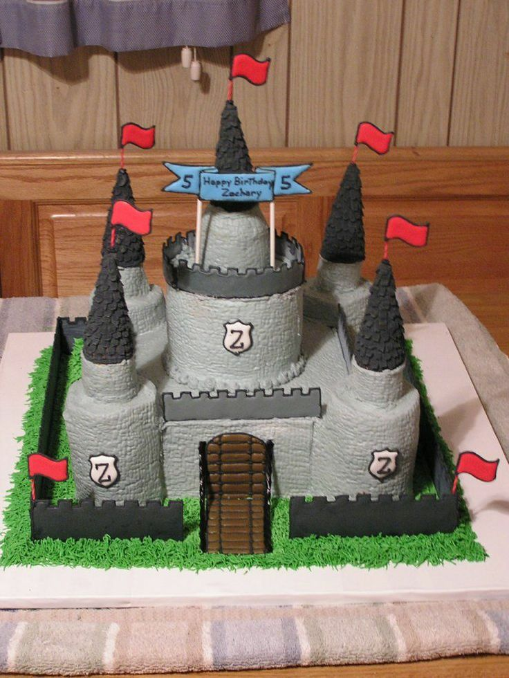 Medieval Castle 10 Quot Square Cake Topped With 6 Quot Round 2 Quot Round Turrents With Ice