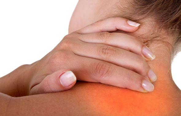 Mentre l'artrosi cervicale tende a colpire gli uomini molto più spesso delle donne, i suoi sintomi possono essere simili a quelli prodotti da due patologie che invece si verificano frequentemente nelle donne ...