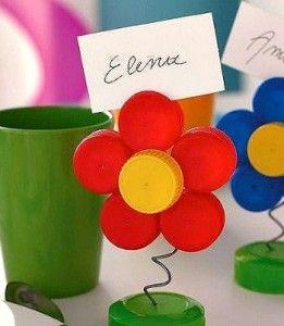 tappi di plastica per un segnaposto a forma di fiore