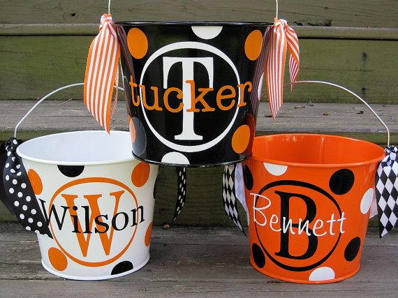 making these!: Teacher Gifts, Tricks Or Treats, Personalized Buckets, Cute Halloween, Vinyls Buckets, Cute Ideas, Treats Buckets, Halloween Buckets, Easter Baskets
