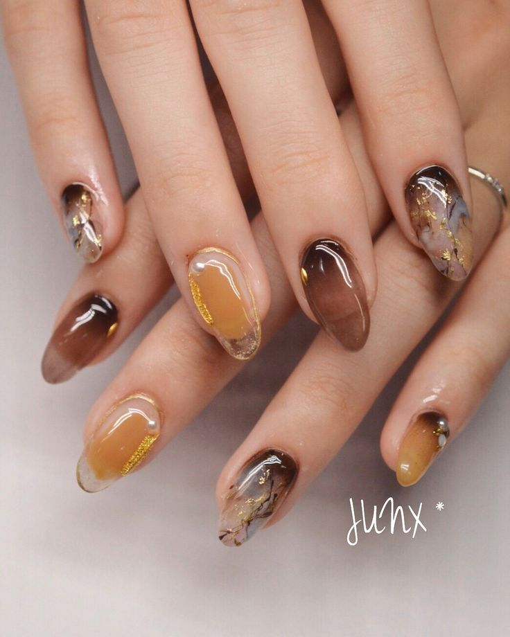 Transparent and marbled nailart