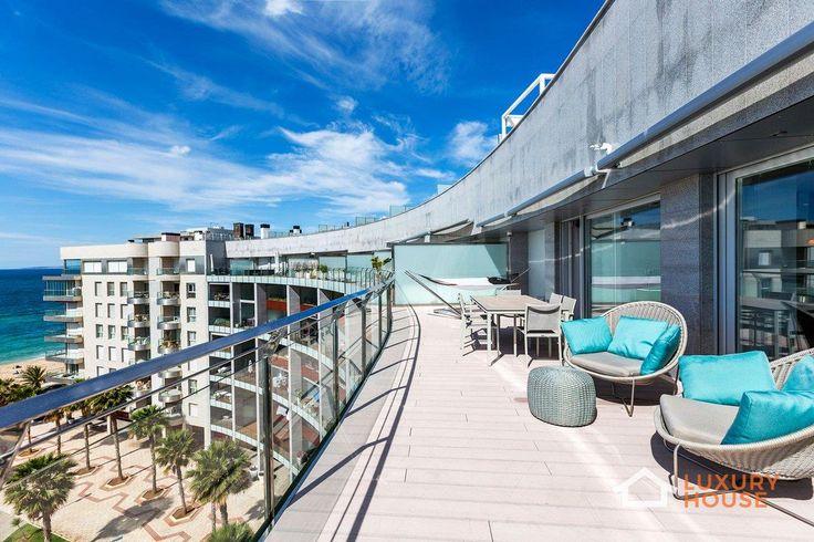 Пентхаус с бассейном в Испании  Испанская студия Bornelo Interior Design представила этот проект в 2015 году в Пальма-де-Мальорке, Испания. При отделке пентхауса дизайнеры, достигая четких линий в интерьере, вносили изменения как на стадии строительства, так и на стадии отделочных работ. В интерьере доминируют оттенки черного, белого и гармонизирующего серого. На террасе верхнего этажа бассейн и захватывающие виды привносят ощущение комфорта и расслабленности.   Больше фото…
